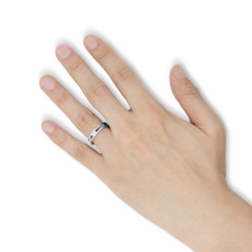 指にはめるブラックシェル ステンレスリング