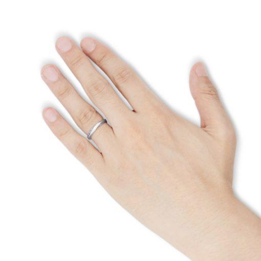 指にはめるアラベスク ツイスト シルバーリング
