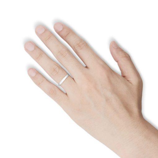 指にはめるブラックダイヤ シルバーリング
