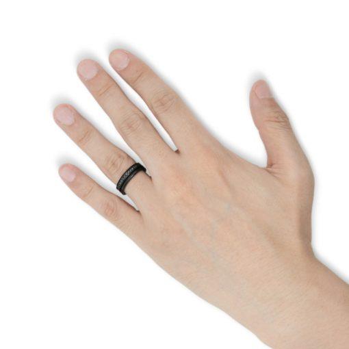 指にはめるラインストーン ブラックコーティング ステンレスリング