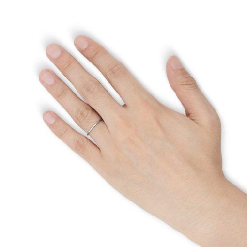 指にはめるナローカッティング タングステンリング