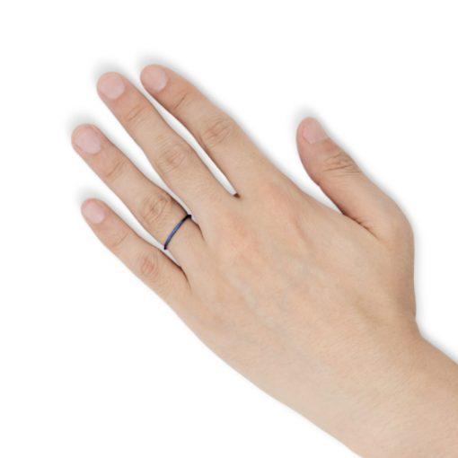 指にはめるナローカッティング ブルータングステンリング