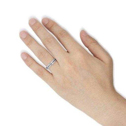 指にはめるアラベスククロス シルバーリング