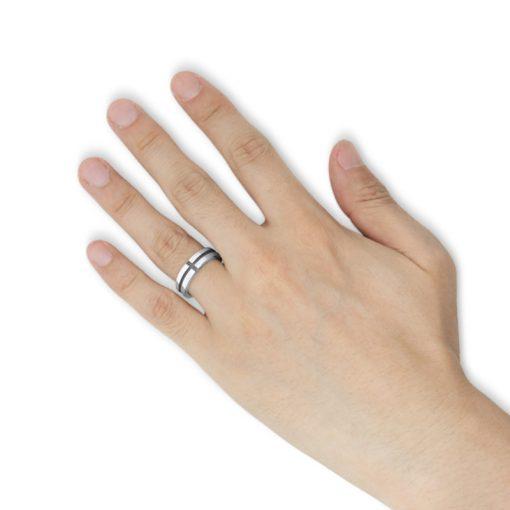 指にはめるクロスモチーフ シルバーリング