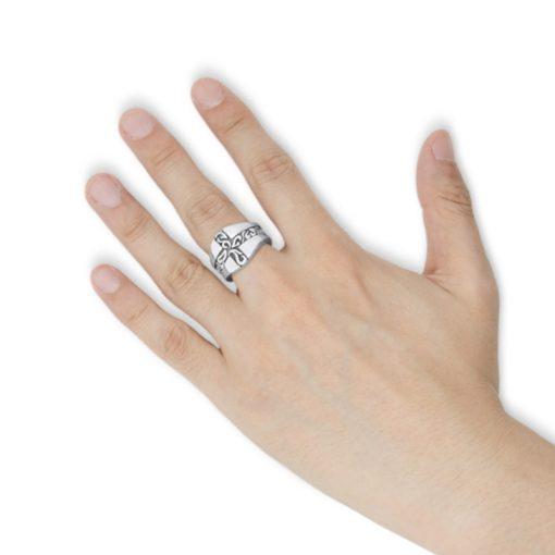 指にはめるアラベスク クロスシルバーリング