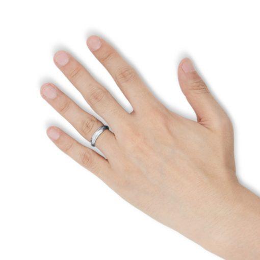 指にはめるダイヤカッティング タングステンリング